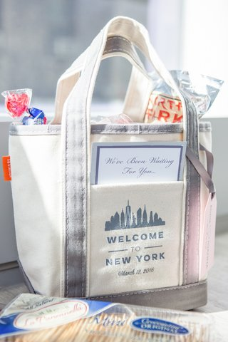 welcome-bag-new-york-city-theme-song-lyrics-wedding-candy-food-cheese-licorice-oreos-fizzy-soda