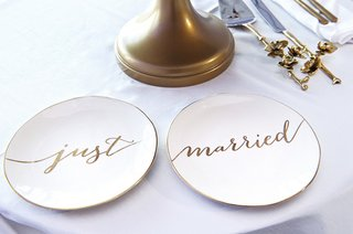 wedding-cake-plates-reading-just-married-in-gold