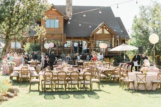 outdoor-wedding-reception-malibu-estate-venue-backyard-wedding-balloons-umbrellas-pink-wood-greenery