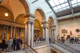 wedding-guests-on-second-floor-of-museum-art-institute-of-chicago