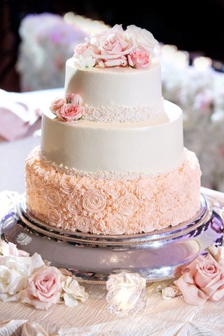 wedding-cake-with-flower-rosette-piping-on-base-buttercream-frosting-fresh-flowers-on-top