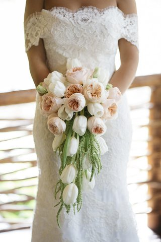 bride-in-lace-dress-holding-garden-rose-and-amaranthus-bouquet