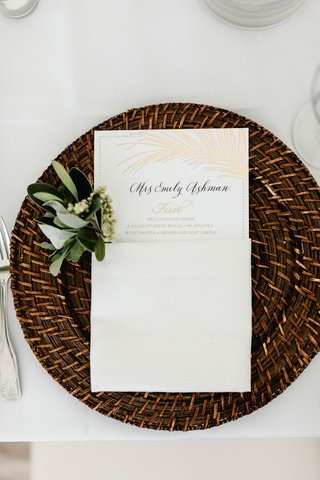 wedding-menu-card-gold-palm-leaf-design-woven-rattan-charger-plate-greenery-white-linen