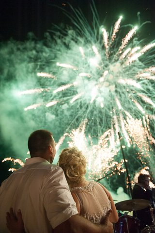 green-and-gold-fireworks-at-destination-wedding-reception
