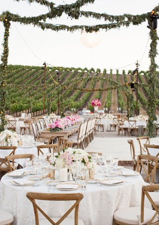 outdoor-wedding-reception-at-paso-robles-vineyard