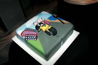 single-layer-covered-in-fondant-and-designs