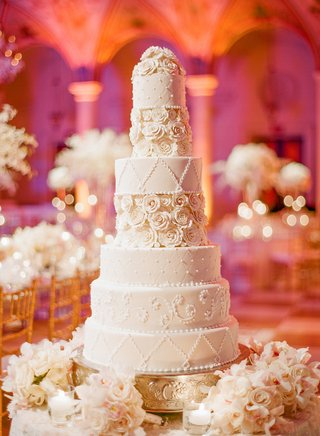 seven-layer-cake-with-lattice-roses-and-pearls