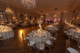 standard-club-chicago-wedding-gold-chiavari-chairs-crystal-chandeliers
