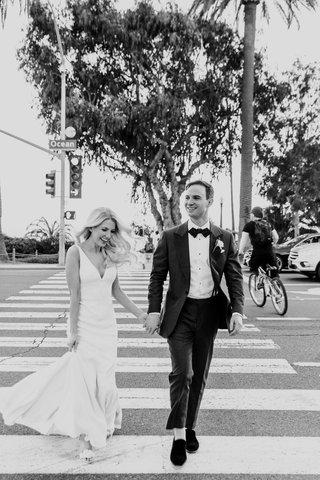 black-and-white-photo-of-bride-and-groom-crossing-ocean-avenue-in-santa-monica-california