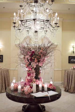 guest-book-display-wild-sticks-arrangement-with-roses-in-shades-of-pink
