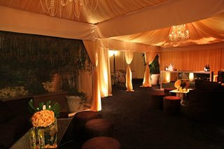 mirror-tables-and-greenery-at-lounge-under-tent