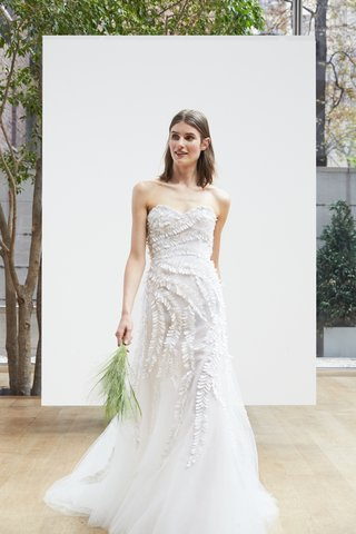 dasha-oscar-de-la-renta-spring-2018-ivory-silk-tulle-sweetheart-trumpet-gown-3d-fern-embroidery