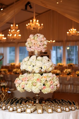 escort-card-setting-table-three-tiered-floral-arrangement