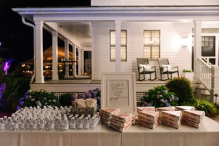 to-go-pizza-slices-and-water-bottles-for-wedding-favors