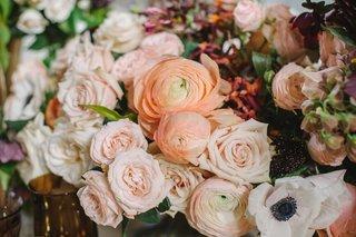 ranunculus-blossoms-in-wedding-centerpiece-orange-pink-champagne