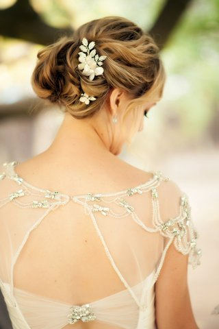 sparkling-hair-accessories-in-curled-updo