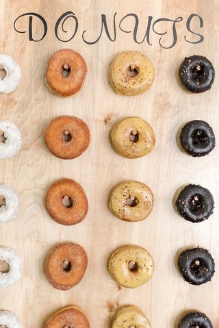 wedding-dessert-trend-donut-wall-donuts-on-wooden-wall-with-pegs