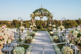 linda-howard-events-transformed-this-country-club-lawn-into-a-romantic-space-by-way-of-unique-decor