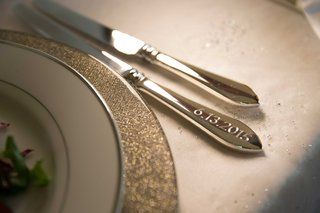wedding-date-engraved-into-knife-for-flatware-during-wedding-reception