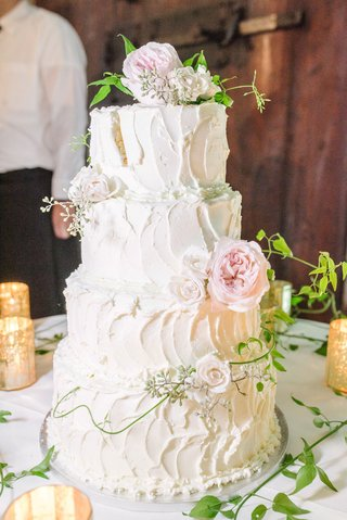 four-layer-wedding-cake-white-classic-design-stucco-style-pink-garden-rose-greenery-vines
