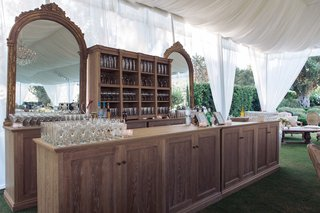 custom-made-wooden-wedding-bar-with-two-mirror-decorations