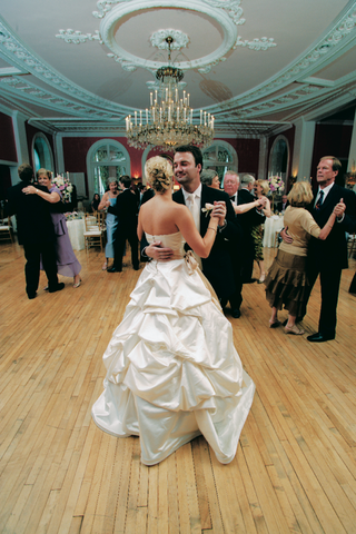 bride-dancing-in-monique-lhuillier-bridal-gown