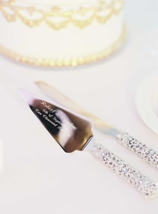 wedding-cake-knife-and-cake-server-engraved-with-names-and-wedding-date