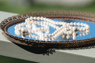 brides-borrowed-mikimoto-pearl-bracelet-necklace-on-aged-mirror-tray
