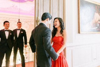 hong-kong-taiwan-wedding-tea-ceremony-bride-and-groom-first-look-laughter-asian-bride-in-red