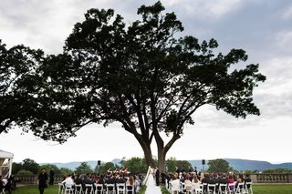 wedding-ceremony-under-oak-tree-at-the-sleepy-hollow-country-club