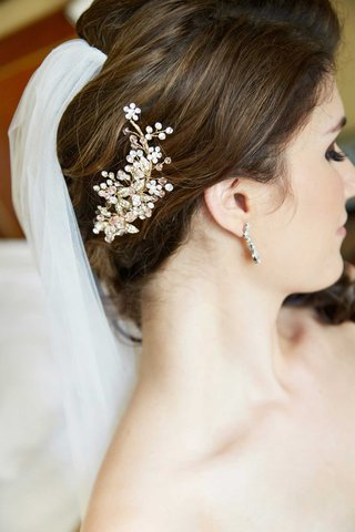 silver-metallic-jeweled-hairpiece-headpiece-floral-design-and-veil