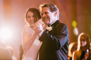 father-of-the-bride-dances-with-his-daughter-father-daughter-dance