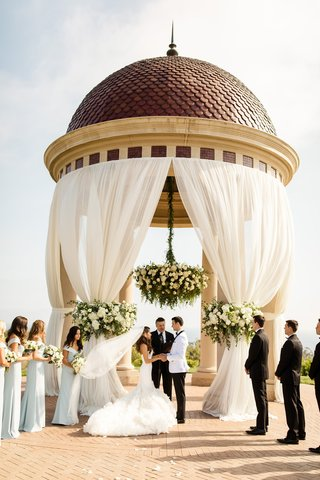 the-resort-at-pelican-hill-wedding-under-a-rotunda-with-floral-chandelier