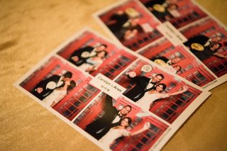 english-england-london-red-telephone-booth-photo-booth-idea-english-couple-groom-print-out