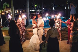 wedding-guests-hold-sparklers-in-a-circle-around-the-dancing-couple-at-reception
