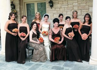bridesmaids-in-chocolate-brown-strapless-dresses