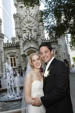 bride-and-groom-in-chicago-illinois-square