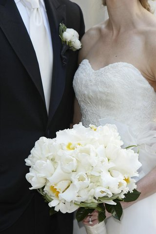 bride-holding-all-white-wedding-flowers-with-white-tulips