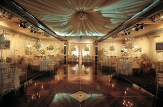 room-shot-of-ballroom-wedding-reception-with-white-color-palette