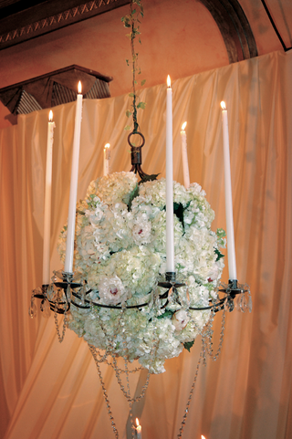 hanging-crystal-chandelier-centerpiece-with-hydrangea-blooms