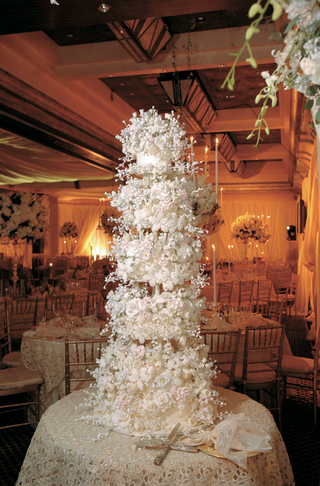 towering-sylvia-weinstock-wedding-cake-with-hundreds-of-edible-flowers