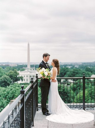 wedding-portrait-with-view-of-the-white-house-and-washington-monument-in-washington-dc-outdoors
