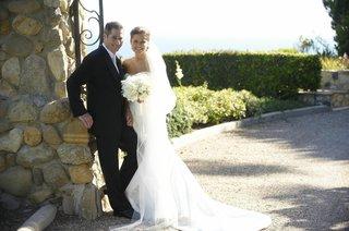 groom-and-bride-at-gulls-way-in-malibu-california