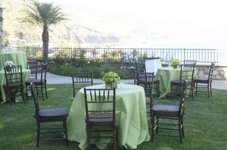 oceanfront-bluff-with-green-cocktail-tables-and-apple-centerpiece
