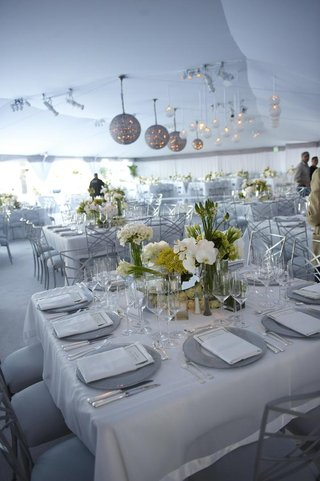 tent-wedding-reception-with-white-decorations