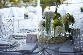 wedding-centerpiece-with-many-vases-filled-with-white-flowers