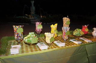 dessert-table-at-wedding-with-candy-and-popcorn