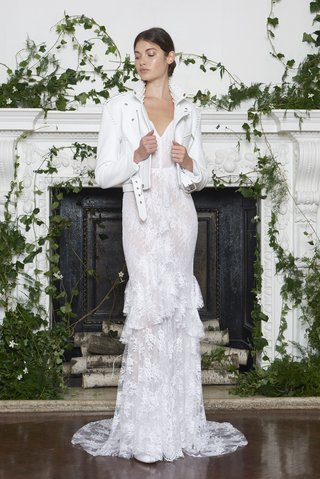 monique-lhuillier-fall-2018-chantilly-lace-v-neck-sheath-gown-ruffles-white-motorcycle-jacket