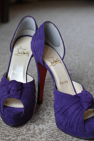 brides-purple-louboutin-heels