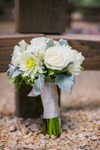 white-flowers-bridal-bouquet-arizona-desert-wedding